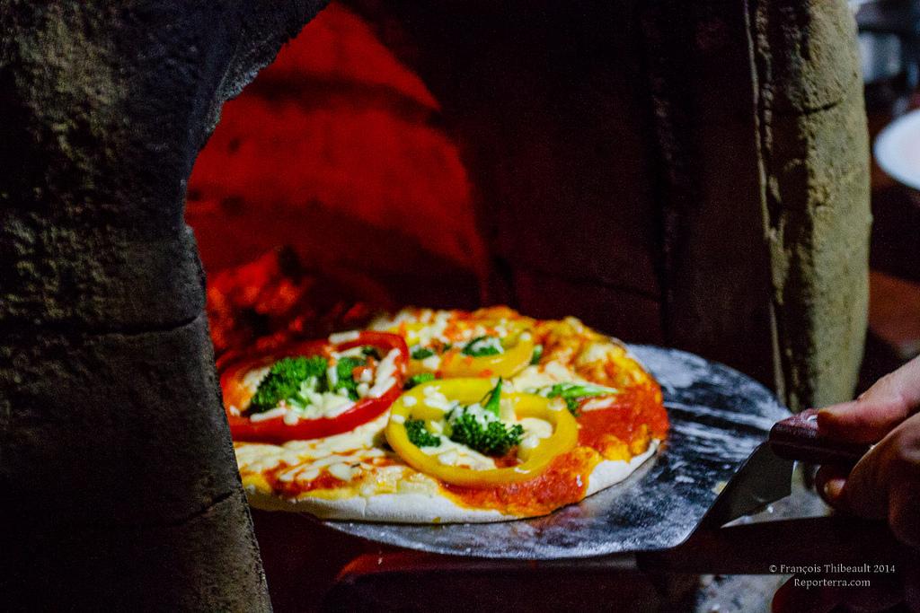 Four pain en argile - Construire un four a pizza ...